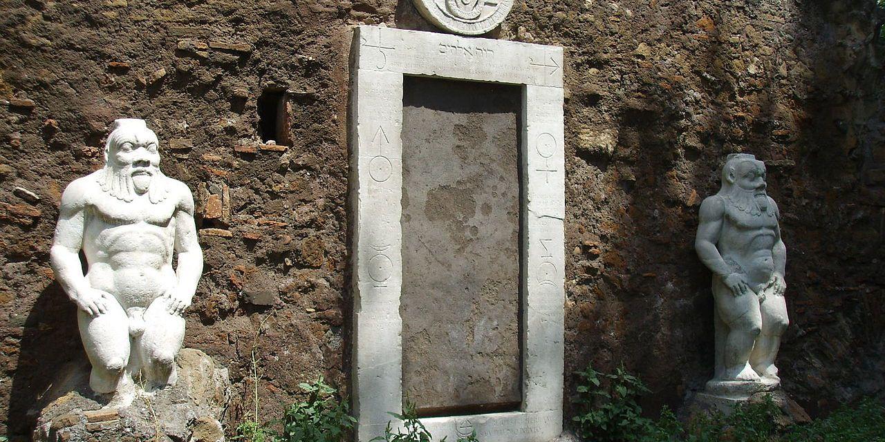Porta Alchemica, detta anche Porta Magica