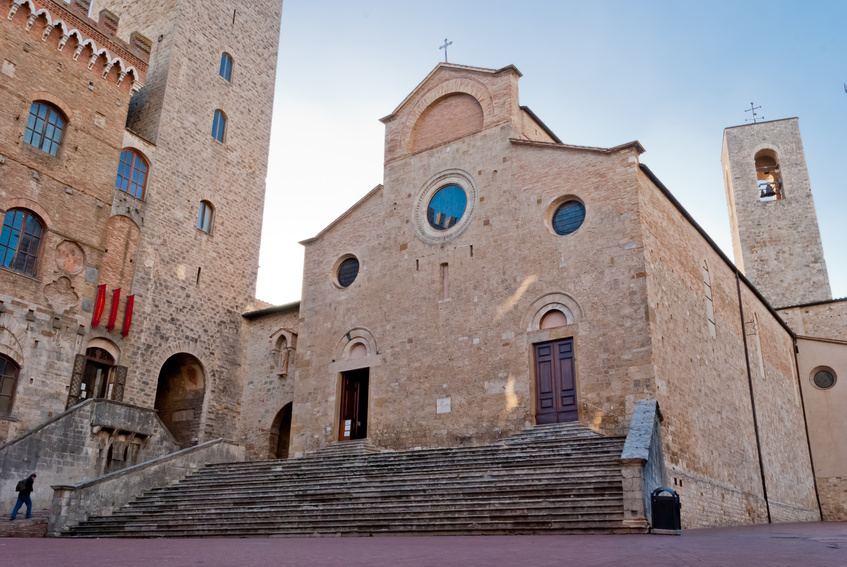 Il Duomo di San Gimignano e la sua piazza